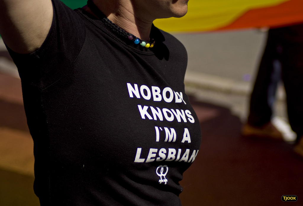 Nobody knows I'm a lesbian - shirt